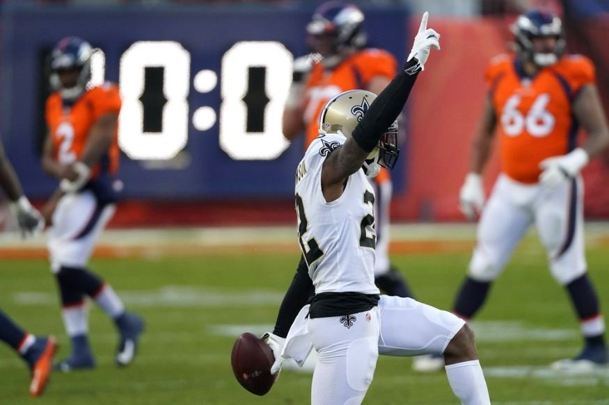 Hill leads Saints to 31-3 rout of QB-challenged Broncos